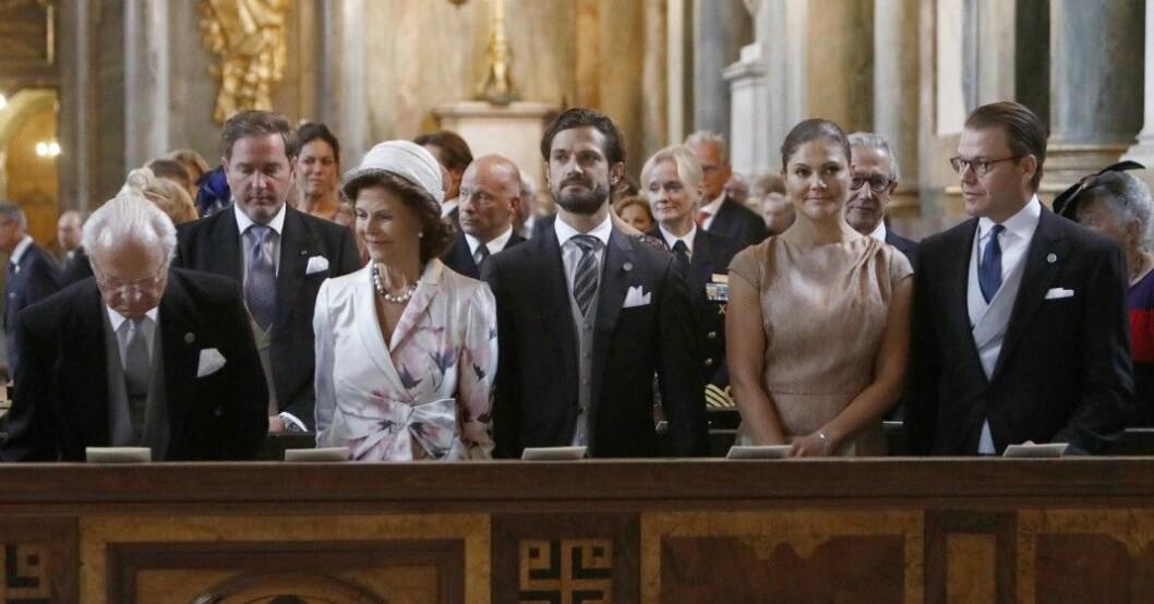 utspelet om kungafamiljen i i Tillsammans med Strömstedts med Christina