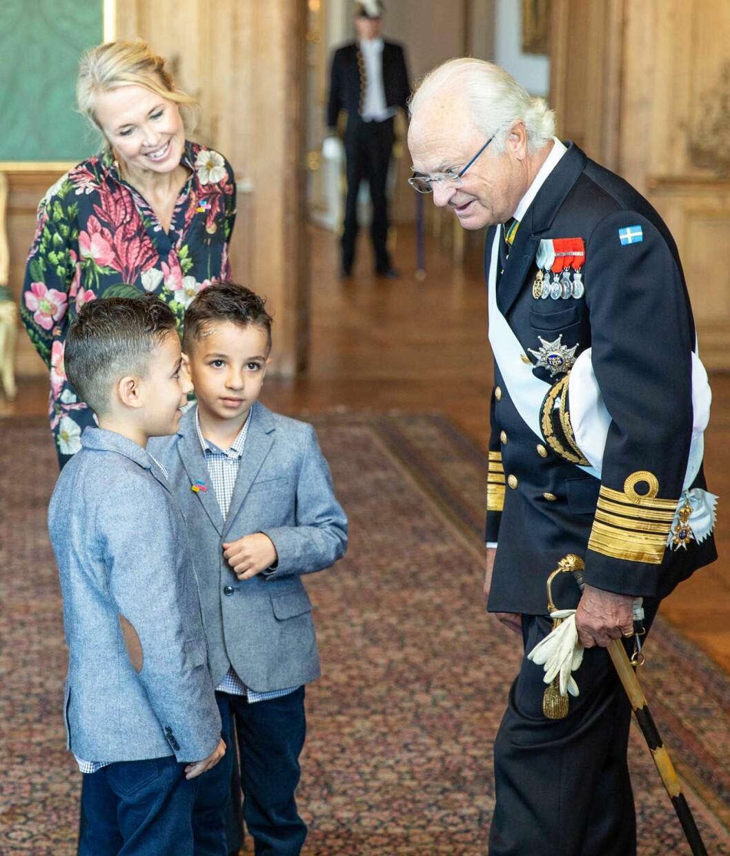 Leukemisjuke Akrams dröm gick i uppfyllelse - han fick träffa kungen med sin tvillingbror, en Stor Dag ordnad av Min Stora Dag.