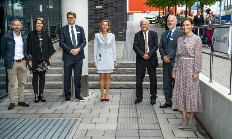 Astrid Lindgrens barnbarn Olle Nyman sjukhusdirektören Björn Zoêga Svante Norgren, Sanna Murray-Salander, Henrik Almkvist och Charlotte Elf från Astrid Lindgrens Barnsjukhus.