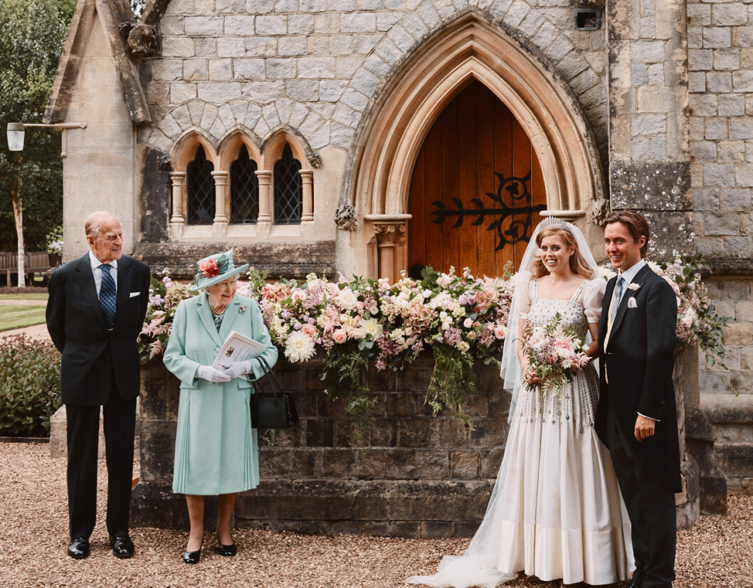 Drottning Elizabeth och prins Philip på prinsessan Beatrice och Edoardo Mapelli Mozzis bröllop.