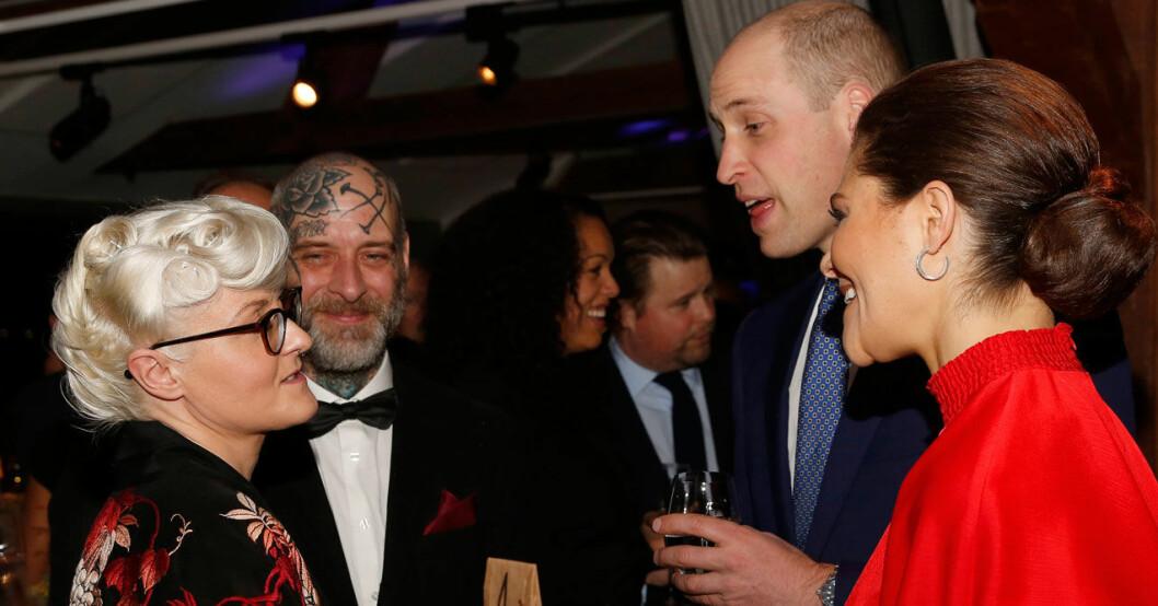 Bea Szenfeld, prins William och kronprinsessan Victoria under en tillställning på Fotografiska.