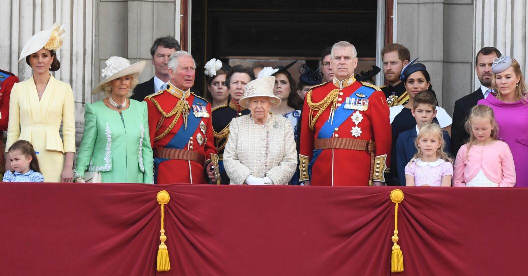 Brittiska kungafamiljen Buckingham Palace slottsbalkongen Trooping of the Colour Drottning Elizabeth officiell födelsedag