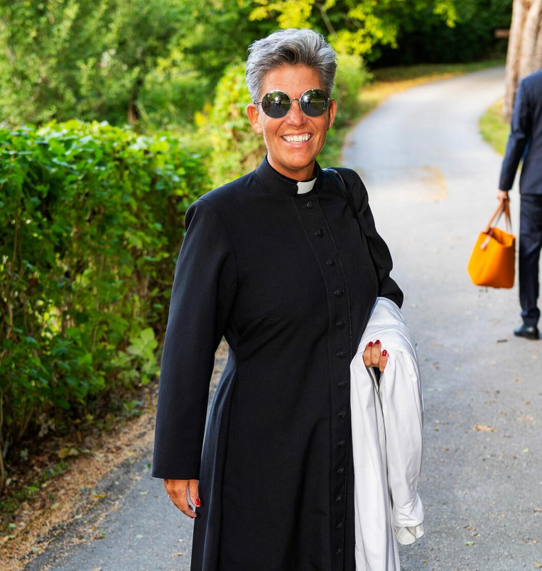 Vigselprästen Carin Sarocco som är kyrkoherde på Mallorca.