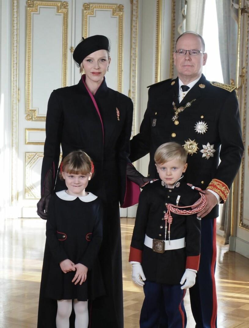Charlene av Monaco med familj.