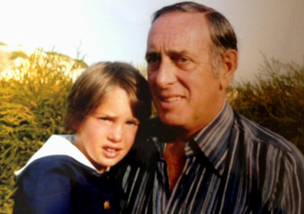 Chris med pappa Paul, en bild ur familjen O'Neill privata familjealbum.