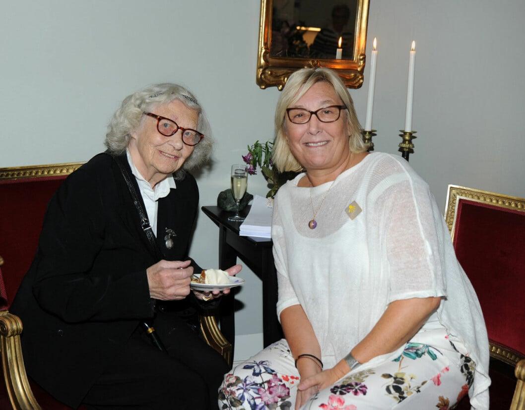 Dagmar von Arbin hösten 2019, tillsammans med barnbarnet Camilla Flach.