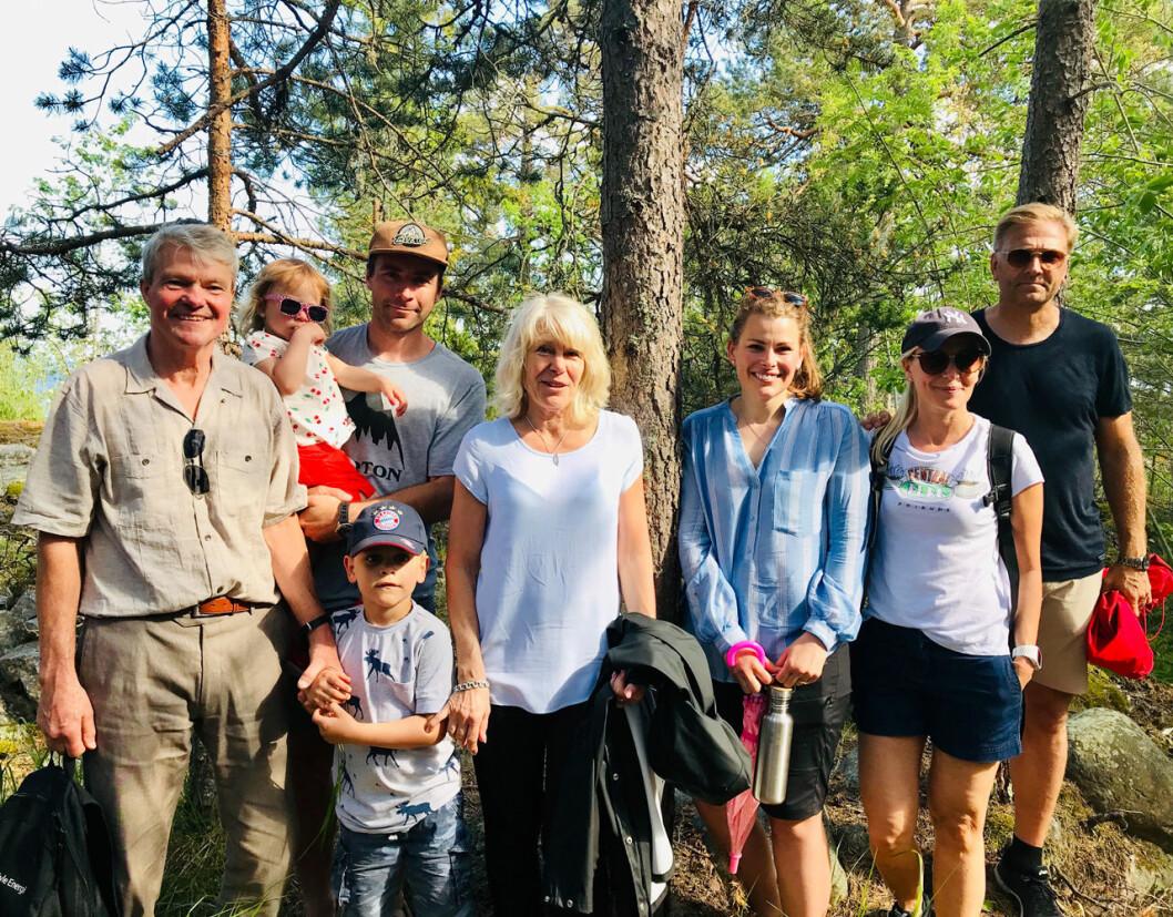 Olle Westlings lillebror Nils Westling med sin fru Ann-Catrin och barnbarnen Florentine och Ralph, dottern dotter Frida med sin man, samt längst till höger prins Daniels syster Anna med sin man Mikael Söderström.