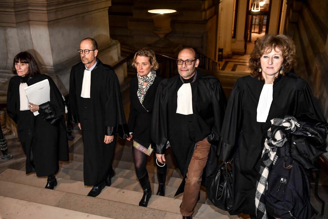 Kung Alberts dotter Delphine Boel med sina advokater.