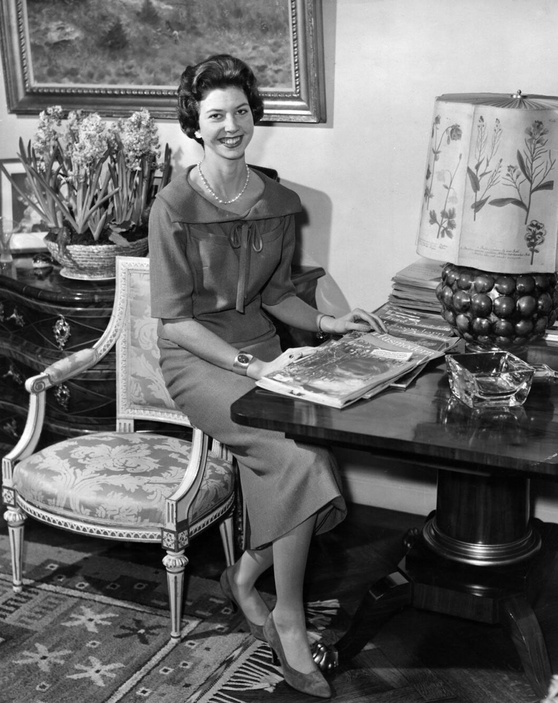 Hemma hos kungafamiljen 1956. Prinsessan Désirée på slottet.