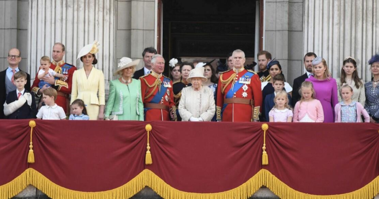 Drottning Elizabeth Brittiska kungafamiljen Buckingham Palace