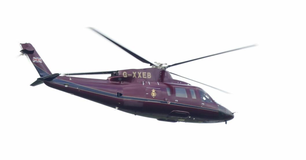 Drottning Elizabeth flyger i helikopter