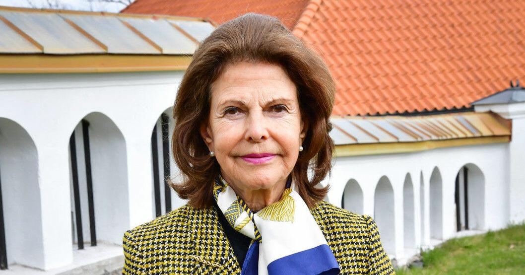 Drottning Silvia föll och skadade handleden i hemmet på Drottningholm