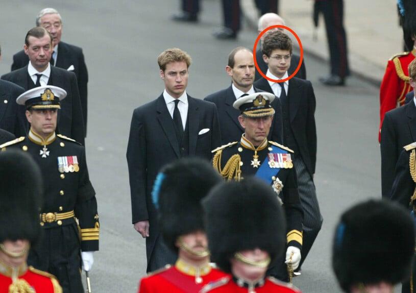Drottningmodern begravning Simon Bowes Lyon prins William