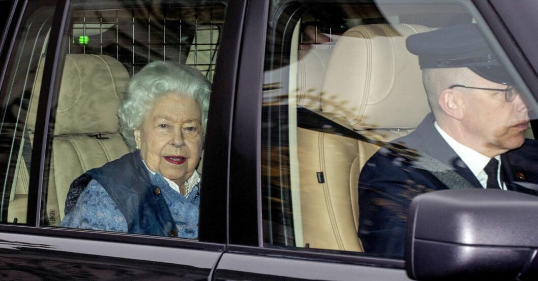 Sista offentliga bilden på drottning Elizabeth före coronaisoleringen på Windsor Castle.