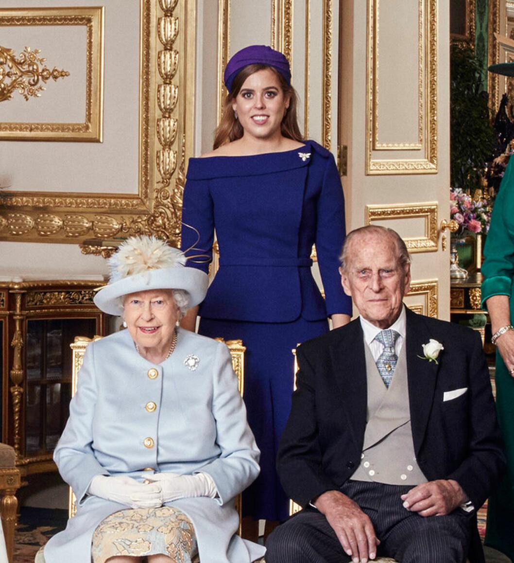 Prinsessan Beatrice med farmor drottningen och farfar prins Philip.