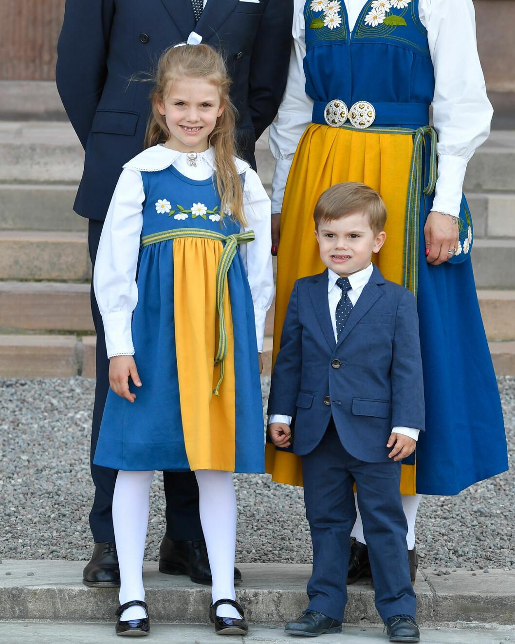 Prinsessan Estelle och prins Oscar på Nationaldagen 2019.