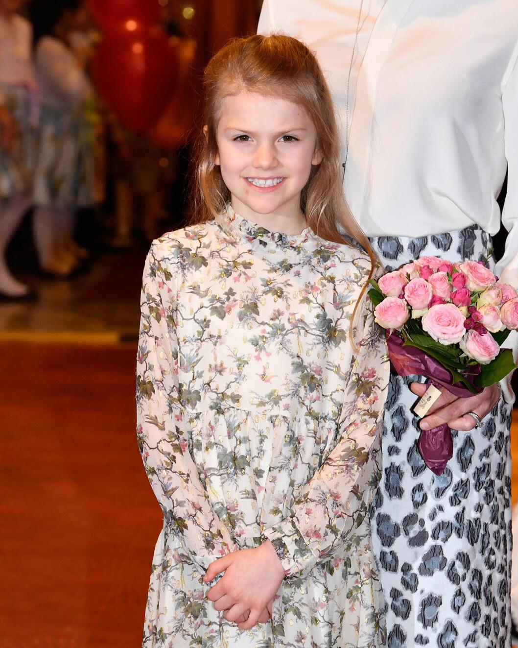 Prinsessan Estelle firar mormor drottning Silvia på Vasateatern.