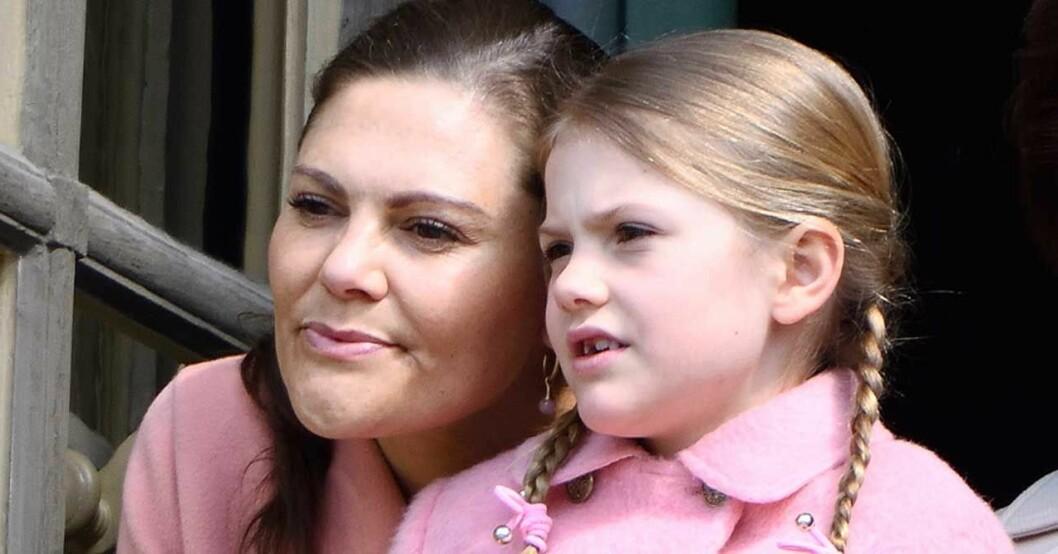 Victoria och Estelle är lika som bär!