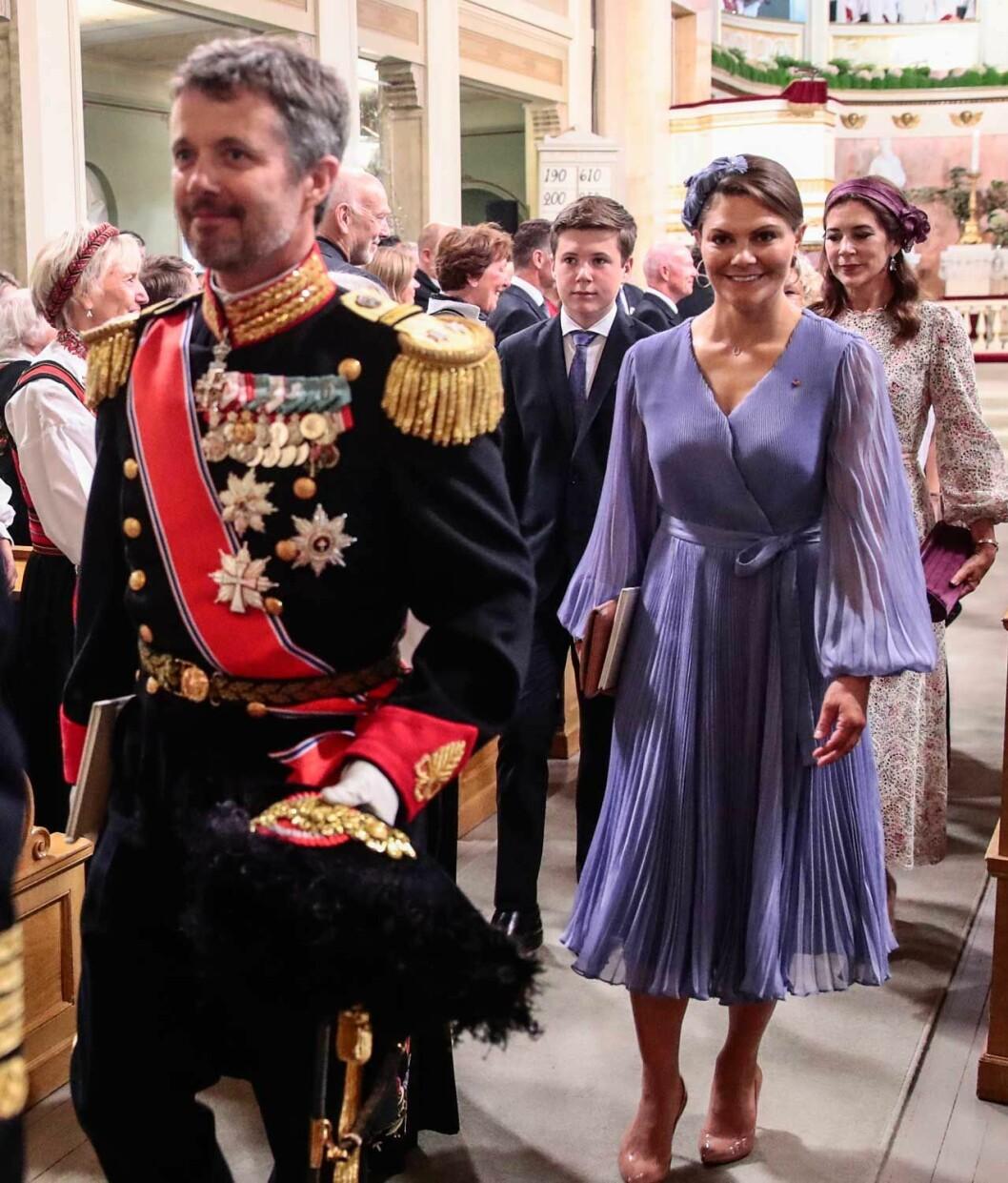 Kronprinsessan Victoria med sin syssling kronprins Frederik.