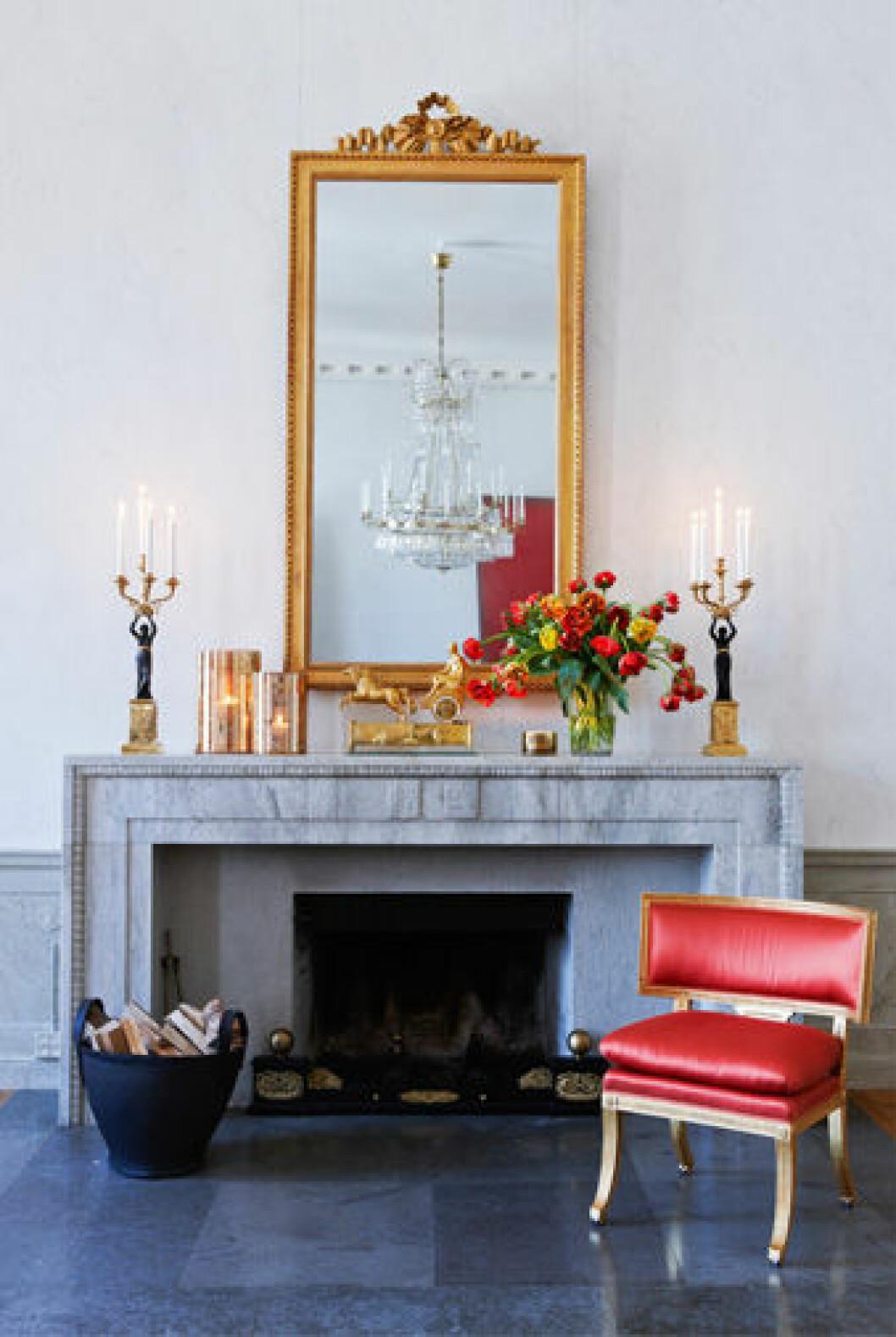 """Stora salongen. """"Sullastolen från slutet av 1700-talet har omsorgsfullt renoverats på Kungl. Husgerådskammaren."""""""