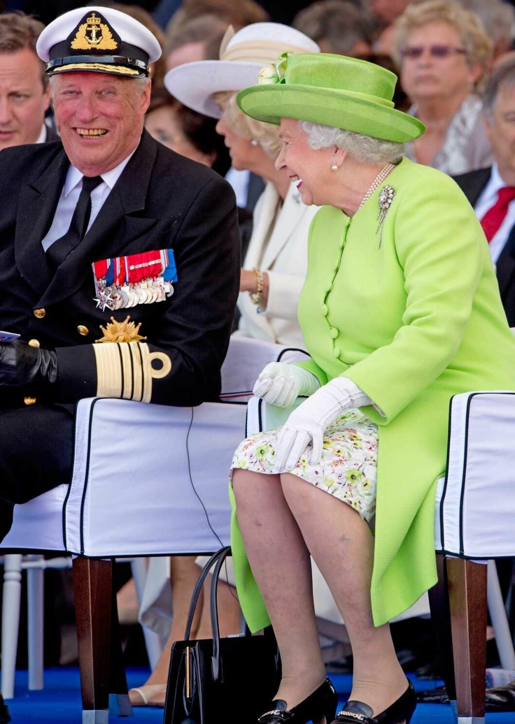Drottning Elizabeth med sin kära släkting kung Harald.