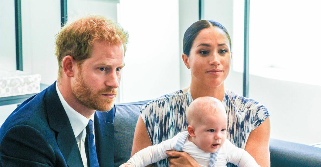 Harry och Meghan visar stolta upp Archie.