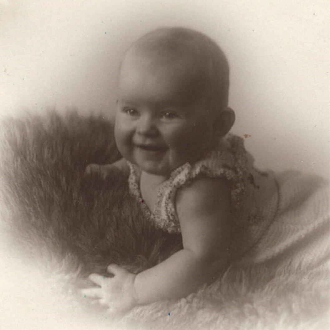 Lilla Unn Næs, som uppges vara dotter till Norges kung Olav.