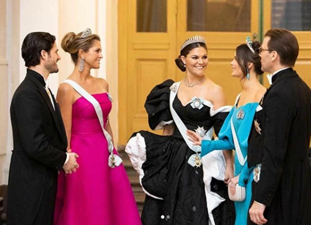 Hovets bilder på kungafamiljen på slottet före Nobelprisutdelningen.
