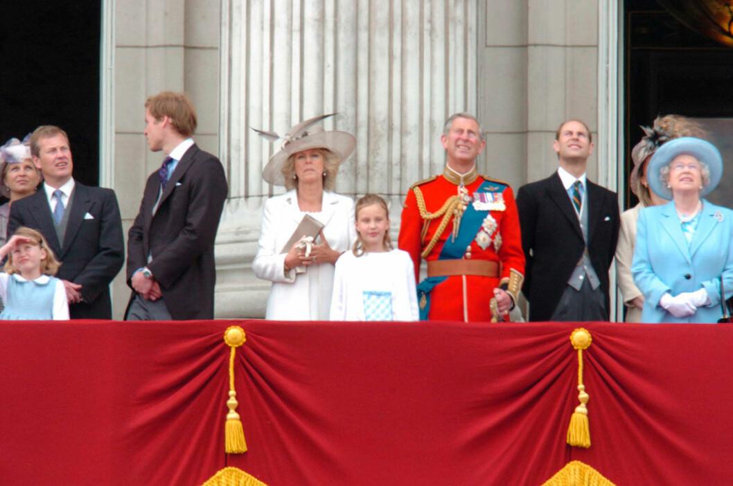 Ivan, längst ut till vänster, tillsammans med sina släktingar i kungahuset. De sägs vara mycket positiva till bröllopet.