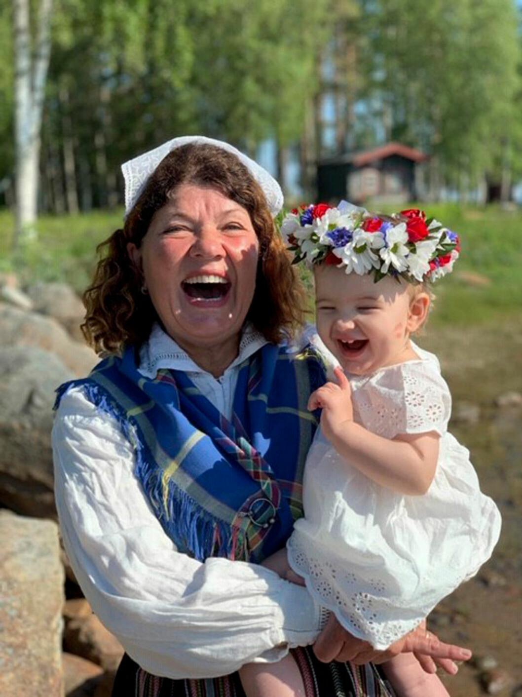 Karin Granberg med lilla barnbarnet Lo.