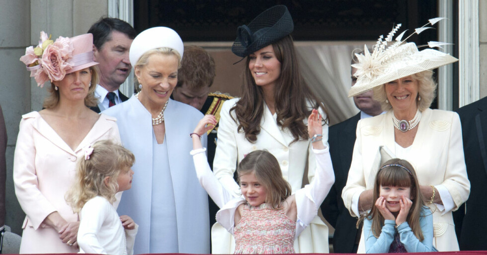 Grevinnan Sophie, Lady Louise Windsor, Tim Laurence, prinsessan Marie-Christine, prins Harry, hertiginnan Kate och hertiginnan Camilla