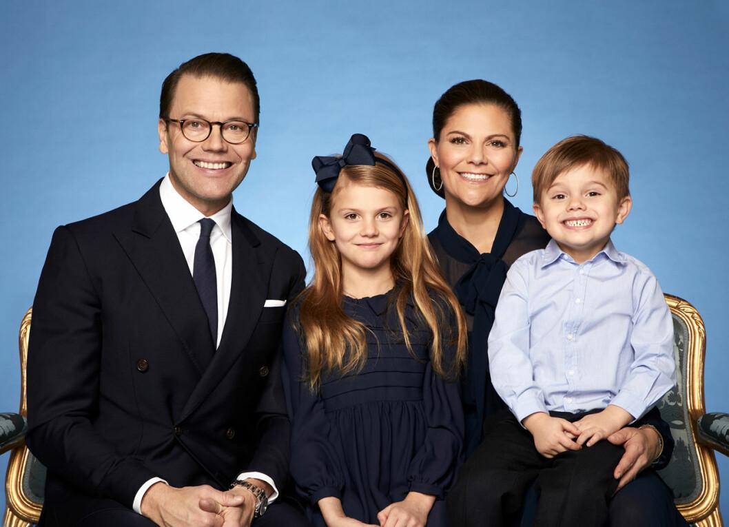 Kronprinsessan Victoria, prins Daniel, prinsessan Estelle och prins Oscar på nya bilder.
