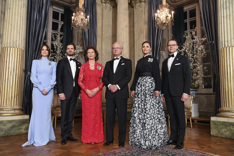 Kungafamiljen: Prinsessan Sofia, prins Carl Philip, drottning Silvia, kungen, kronprinsessan Victoria och prins Daniel.