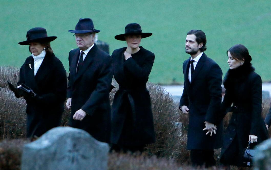 """Kungafamiljen vid Oscar """"Oscis"""" Bernadottes begravning i Rasbo kyrka 2018."""