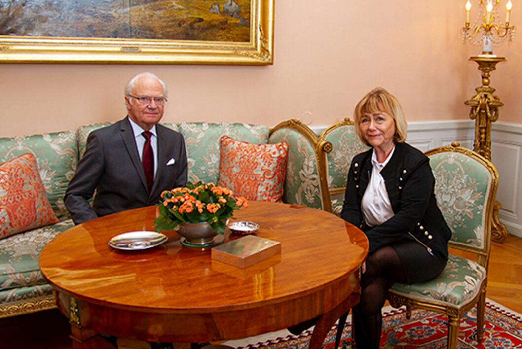 Kungen träffar Södermanlands nya landhövding Beatrice Ask.
