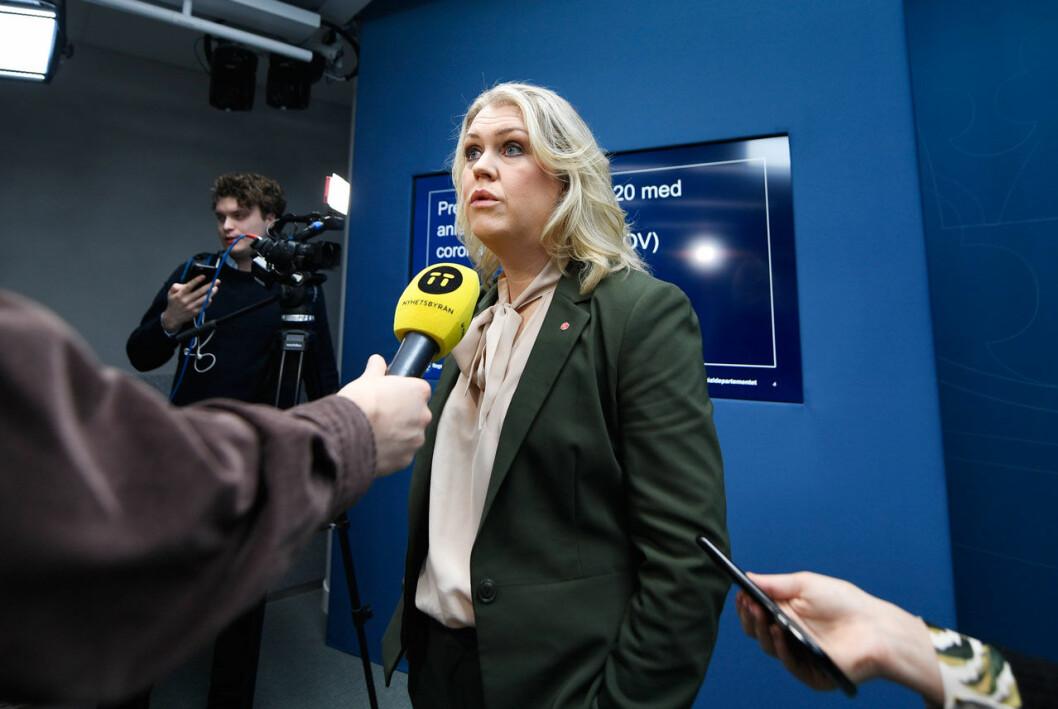 Socialminister Lena Hallengren vid en pressträff om Coronaviruset.