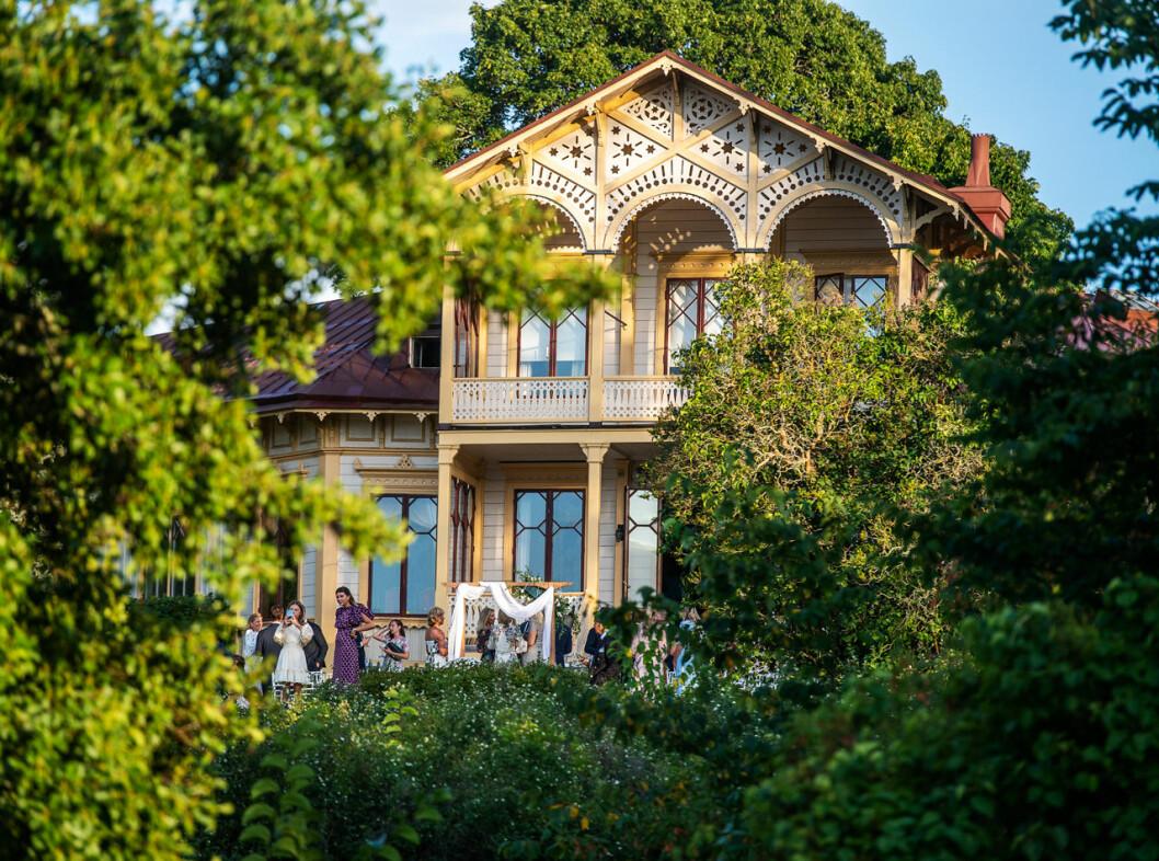 Loviseberg i Ulriksdals slottspark. Här gifte sig Andrea Brodin och Cedric Notz.