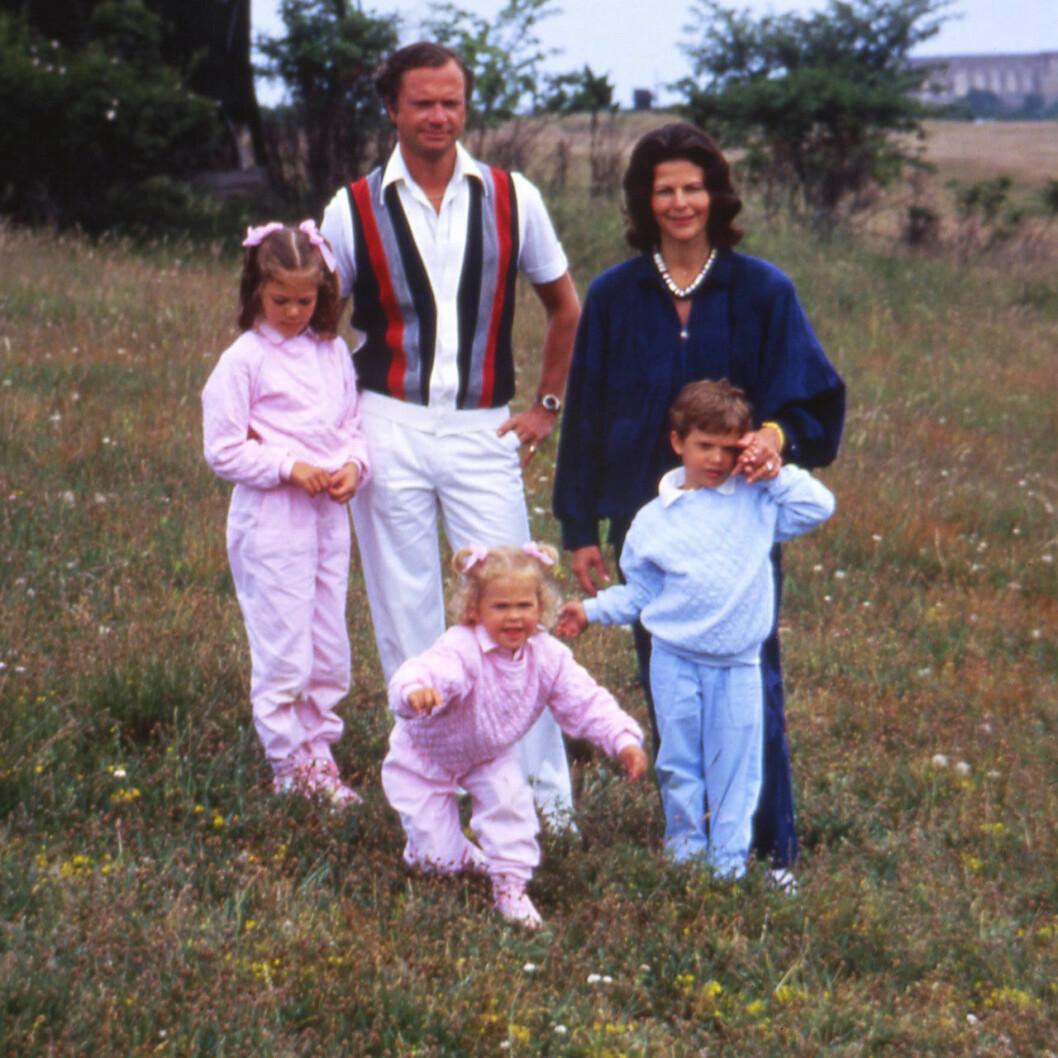 Prinsessan Madeleine rymmer från familjefotograferingen på Öland 1985.