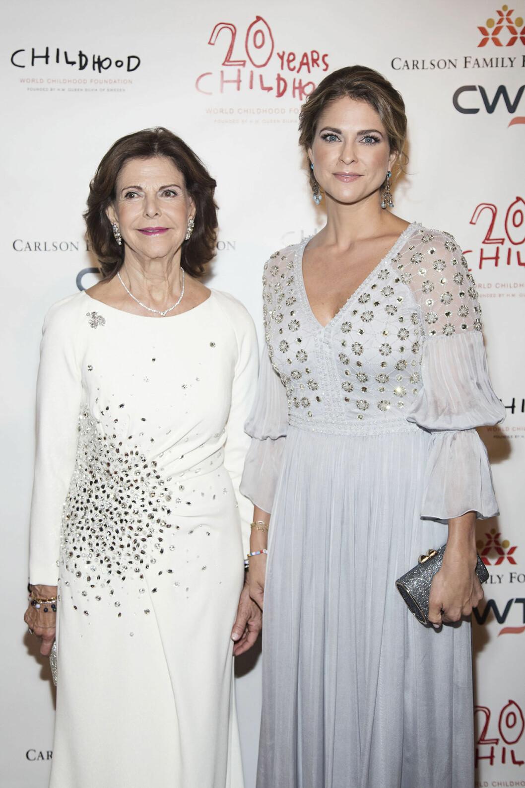 Drottning Silvia och prinsessan Madeleine närvarade vid Childhoods Thank you-gala på Plaza Hotel i New York i höstas.
