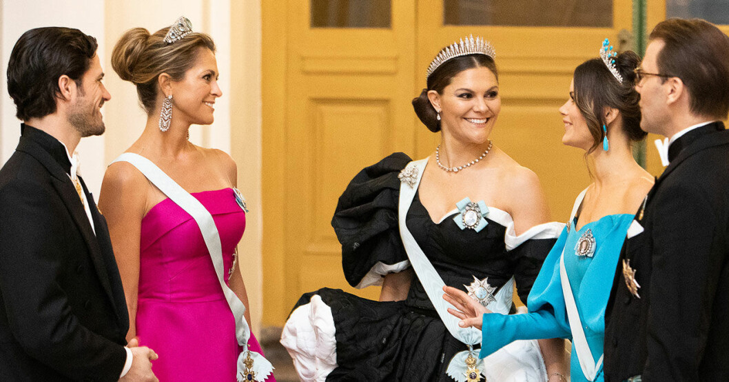 Victoria, Madeleine, Sofia, Carl Philip och Daniel före Nobel 2019.