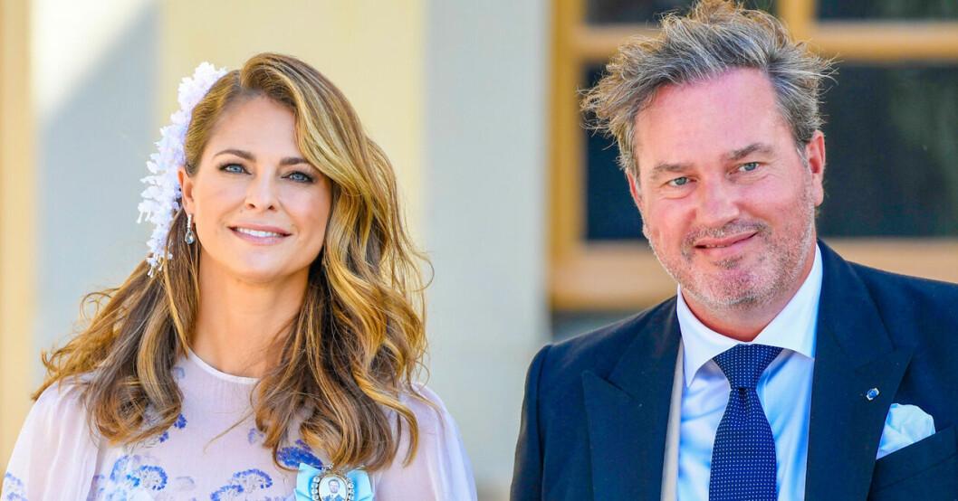 Chris O'Neill och prinsessan Madeleine på prins Julians dop 2021