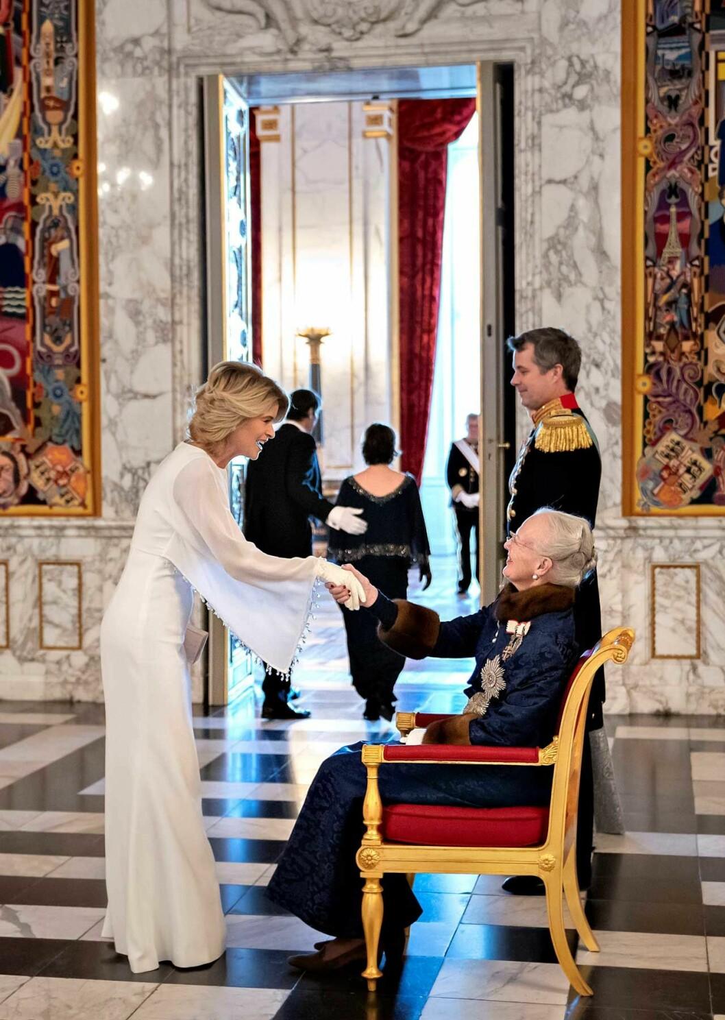 Drottning Margrethe i sin stol under en mottagning i Köpenhamn.