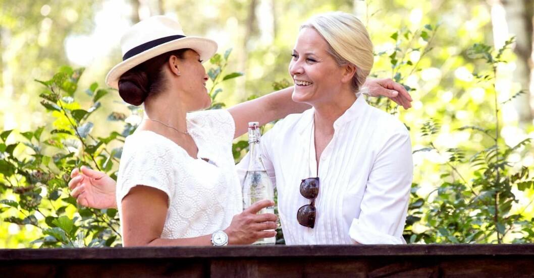 Kramarna är alltid varma och långa när Victoria och Mette-Marit ses.