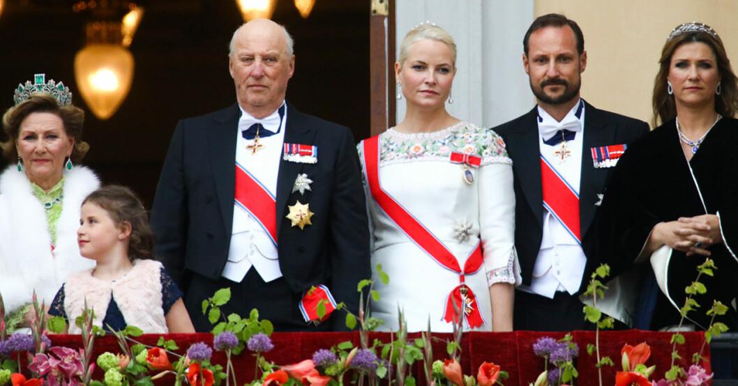 Drottning Sonja, kung Harald, kronprinsessan Mette-Marit, kronprins Haakon och prinsessan Märtha Louise