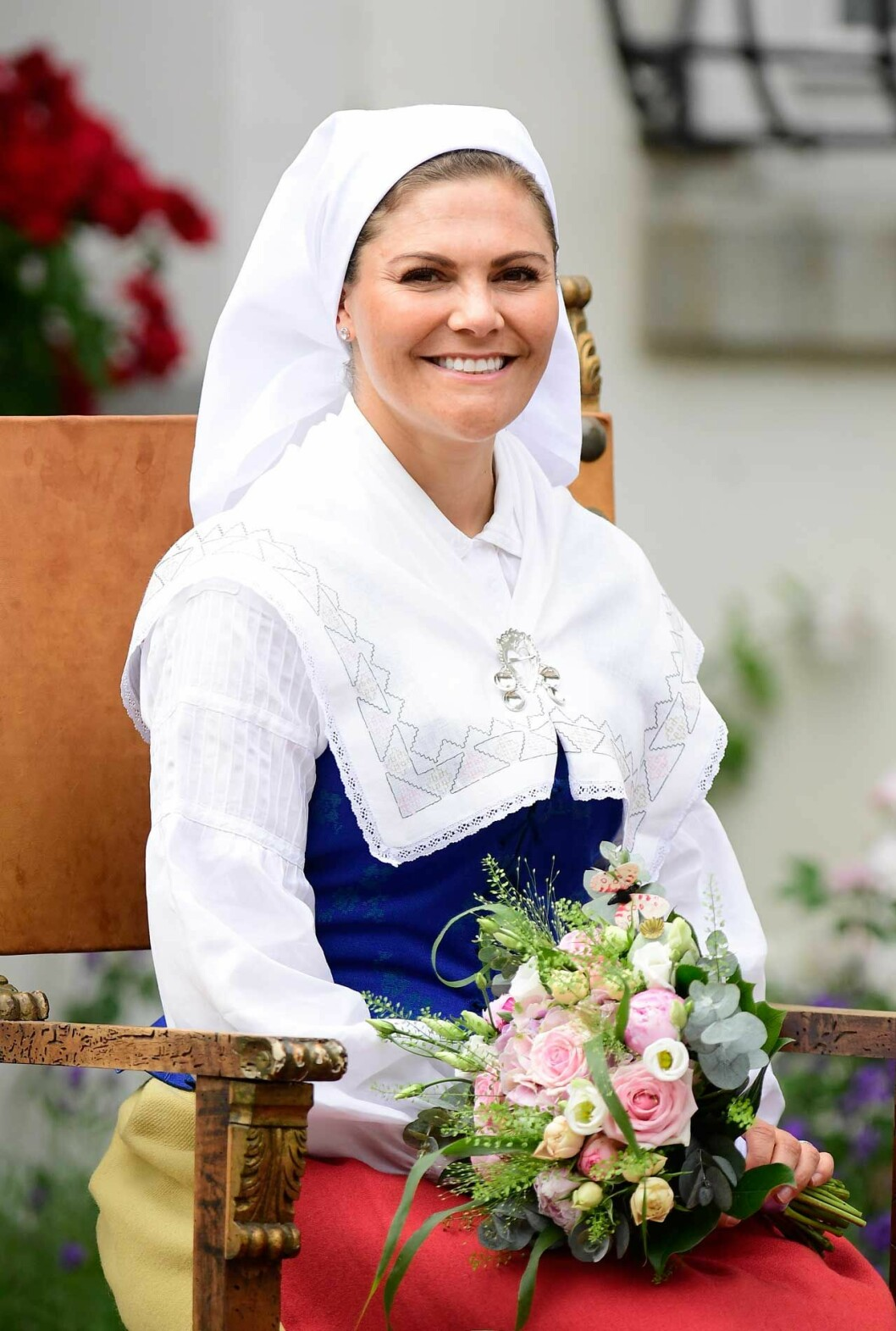 Kronprinsessan Victoria i sin Ölandsdräkt.