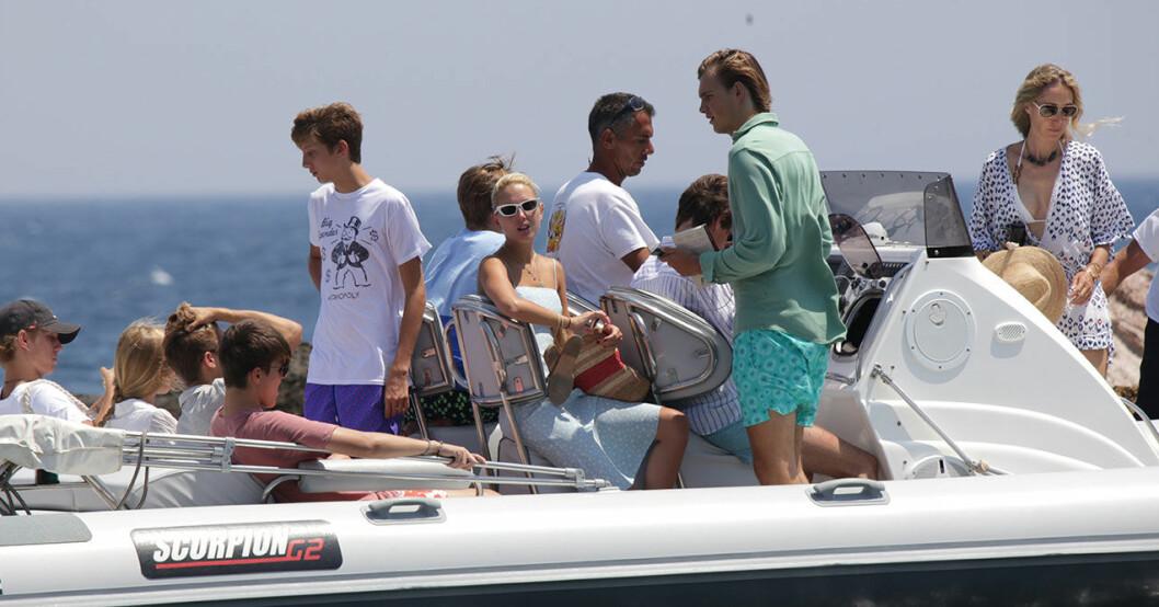 Prinsessan Olympia med syskon åker båt
