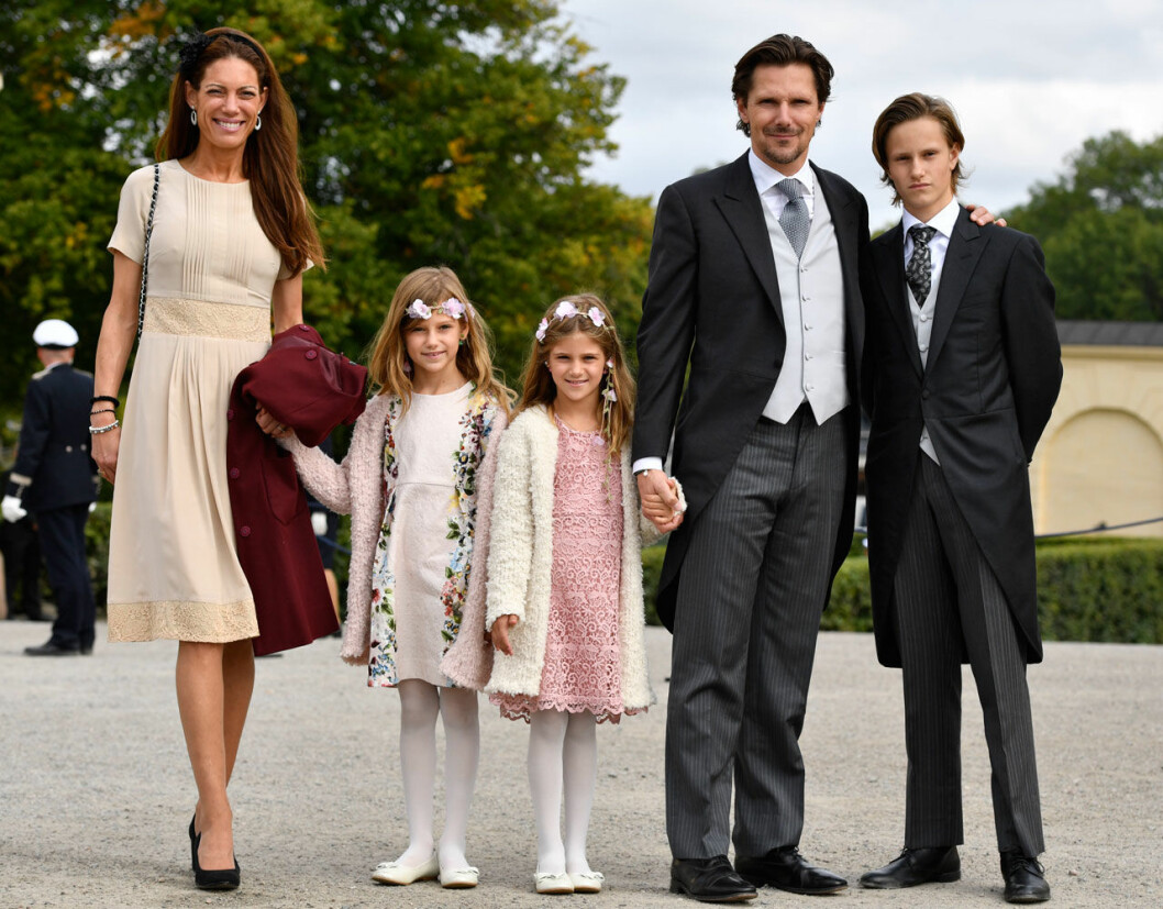 Patrick Sommerlath med tvillingflickorna Anaïs och Chloe, sonen Léo, samt exhustrun Maline.