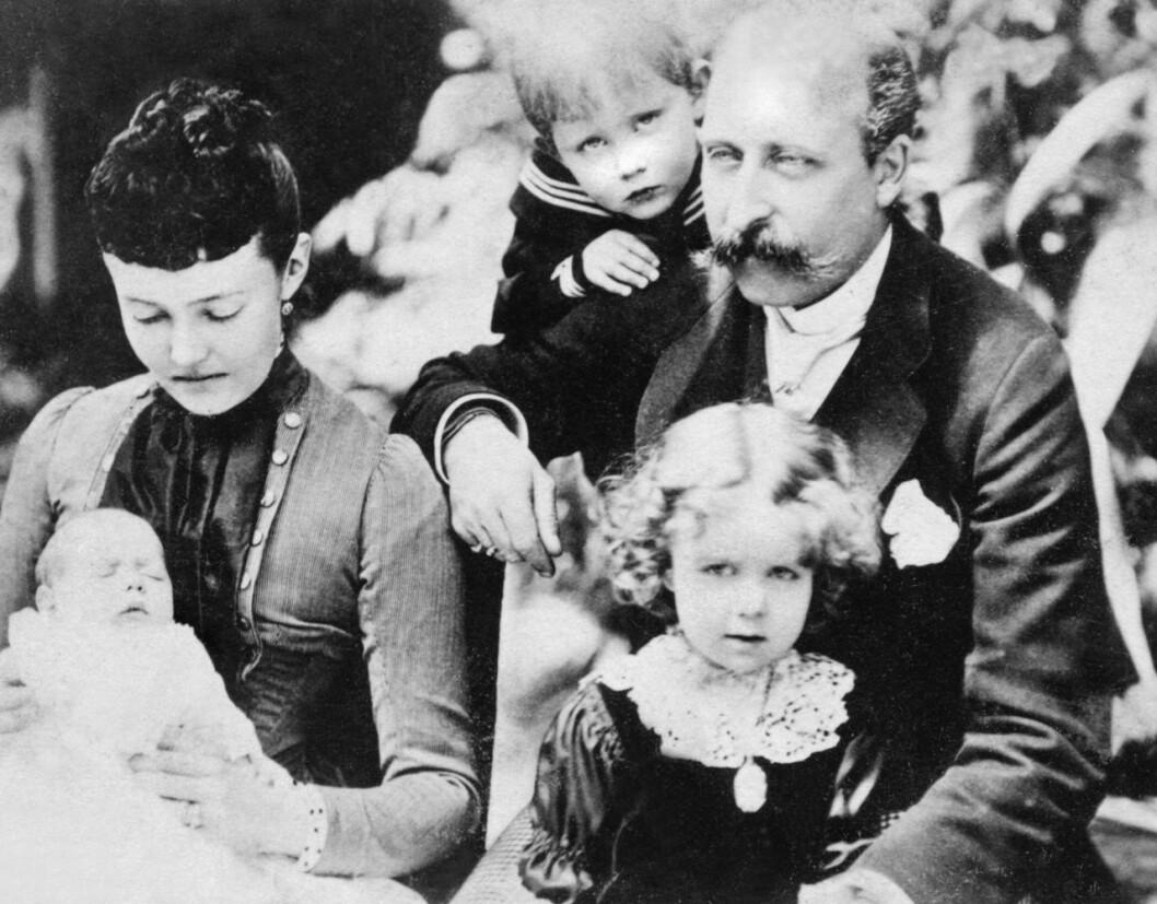 Kung Carl Gustafs farmors far, brittiske prins Arthur, med sin familj.