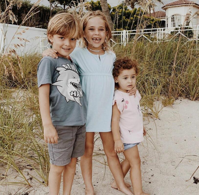 Prins Nicolas, prinsessan Leonore och prinsessan Adrienne på stranden hemma i Miami.