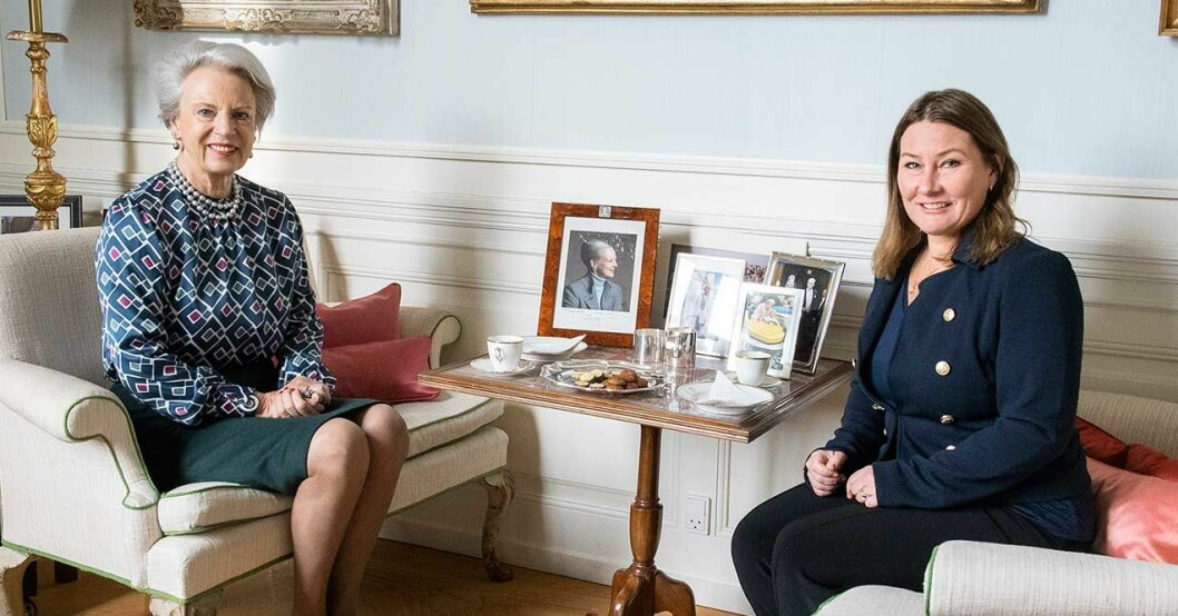 Hovreporter Adrienne Bönnelyche hälsar på hemma hos prinsessan Benedikte på Amaliensborgs slott
